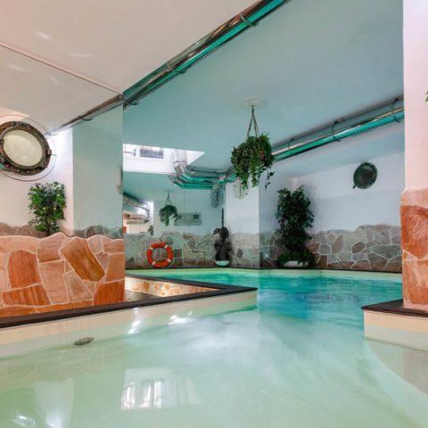 sea-water-indoor-swimming-pool--v17264253-1024 (1) - info@duemarihotel.it