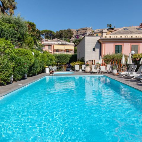 sea-water-outdoor-swimming-pool--v17264134-1024 - info@duemarihotel.it