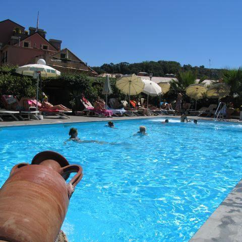 ALBERGO_piscina_esterna