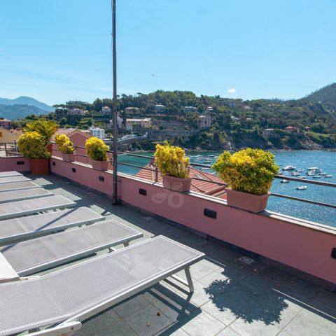 panoramic-terrace--v17264267-1024 - info@duemarihotel.it (1)